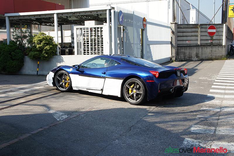 Zijpoort van de Ferrari fabriek in Maranello